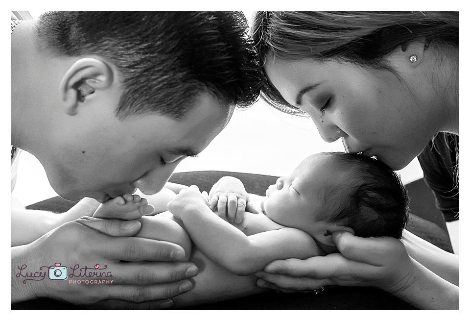 newborn photographer in toronto